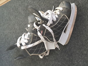 Youth hockey skates size Y13