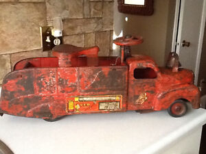*VERY RARE* 1940S MARX RIDE ON FIRE TRUCK WITH BELL London Ontario image 4