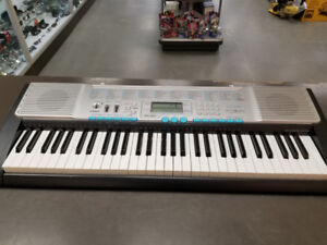 Piano 61 touches Casio LK-220 avec stand