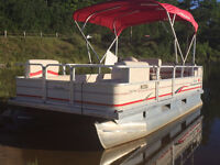 LESS THAN 15 HRS - 2008 18' SUN TRACKER PONTOON WITH 4STROKE EFI