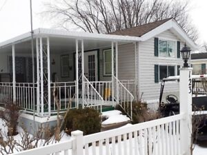 Sherkston 3 BR Vacation Home with Sunroom (Weekly from $800)