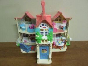 Petite maison meublé et ses 5 petits habitants scintillants