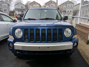 Jeep Patriot 2010 4x4 limited with nav and heated seats