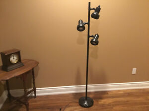 Tri-light floor lamp NEW PRICE $25