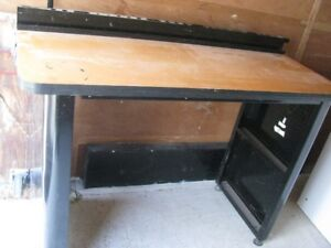 MASTERCRAFT TOOL WORK BENCH  GREAT FOR A GARAGE