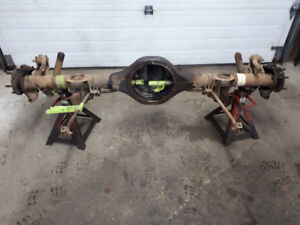 "9"" FORD DISC BRAKE REAR END W/SWAY BAR"
