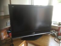 """Panasonic TX-32LMD70 - 32"""" Widescreen Viera HD Ready LCD TV - With Freeview & remote"""