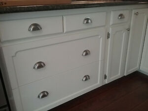 Kitchen cabinet refinishing spray painting call 647 772 for Kitchen cabinets kijiji