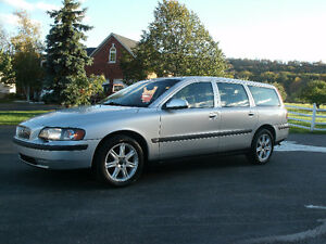 2003 Volvo V70: Only 130Kms,Leather, Sun Roof,Drives Great!