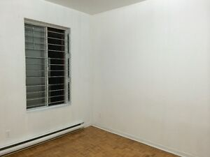 """"""""""" FOR AUGUST 1 """""""" Clean, Quiet, Private Room in Montreal-NDG"""