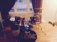 PEARL FORUM 5 PIECE DRUM KIT WITH HARDWARE AND CYMBALS