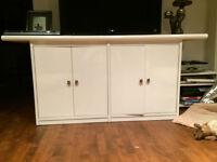 Beautiful white cabinet/ Jolie armoire/vaisselier blanc