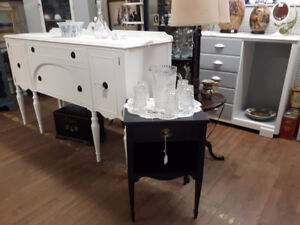 GORGEOUS ANTIQUE SIDEBOARD BUFFET