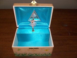 1960s Girls Musical Jewellery Box Ballerina Spins and Plays Musi