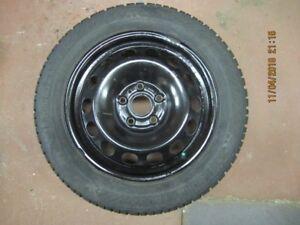 4 pneus à neige Gislaved avec roues d'acier 205-55 R16 VW JETTA