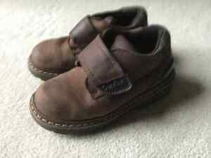 OSH KOSH LEATHER SHOE SIZE 8.5 toddler