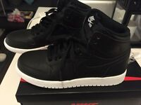 **NEW**Nike Air Jordan 1 Retro High - 7.5W/6Y