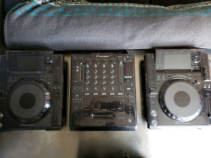 CDJ 2000nexus (Pair) and DJM900nexus(Mixer) w/dust covers and ca