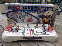 PRO STARS 2 ROD HOCKEY GAME (Made in Canada)
