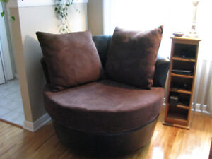 fauteuil moderne en cuir,  modern  armchair made of leather