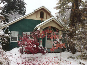 Beautiful 2 Bedroom Full House On East Hill December 15