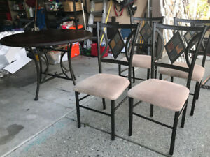 Kitchen table/4 chairs for sale