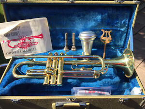 Yamaha Trumpet with Lyre, Mute and 2 mouth pieces