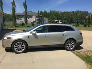 2010 Lincoln MKT-LUXURY SUV CROSSOVER with only 96000kms!