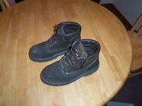 Pair of Steel Toed Boots - Men's Size 9 For Sale