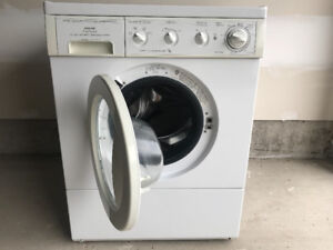 Washing machine for sale with 1 year of use