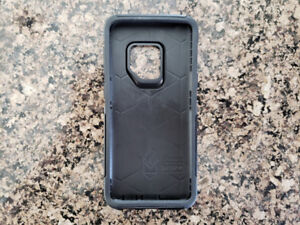 Samsung S9 Otterbox Commuter (new condition)