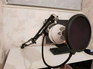 Blue Snowball Mic with Pop Filter and Stand