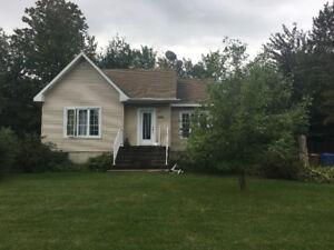 Maison 7 1/2, 4 chambres, près Joliette a louer 1100$/mois