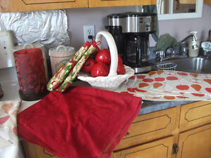Red Accents: Pillows, placemats, oven mitts, etc...