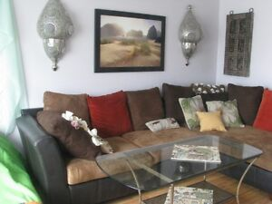 Beautiful room! Weekly/monthly! Available now!