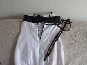 Robe de mariée originale - Blanche et noire Gatineau Ottawa / Gatineau Area image 4