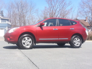 2012 Nissan Rogue S. 122,500km