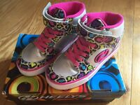 Heelys Silver and Pink Multiprint X2 Cruz Skate Shoes - Size 3