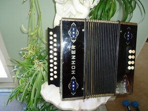 ----HOHNER DIATONIC ACCORDION IN A-D----