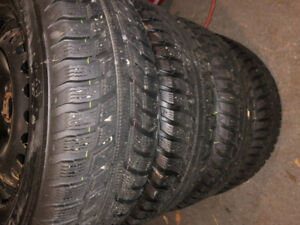 Kumho 215/65R16 Winter Tires on Rims for Ford Escape
