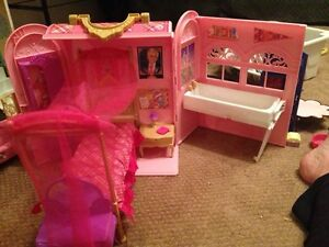 Barbie fold out playset Kitchener / Waterloo Kitchener Area image 3