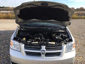 2008 Dodge Grand Caravan SE Minivan, Van Windsor Region Ontario image 9
