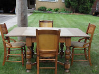 DRAW LEAF TABLE - SEATS 4 OR 6