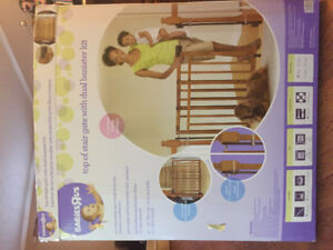 Top of Stair Dual Bannister Baby Gate (Babies R Us)