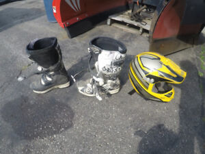 young 7 dirt bike boots size small helmet gmax
