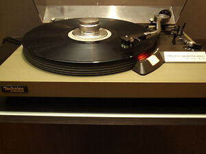 Technics SL-23 Turntable with Instructions Table Tournante