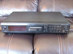 Sony MDS JE500 minidisc player w/ remote