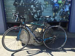 MINT CONDITION DEVINCI ROAD BIKE