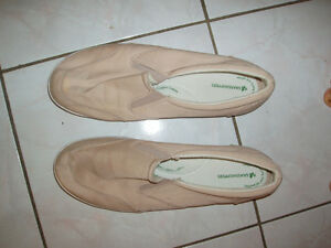 Women's canvas comfort shoes, size 11, used
