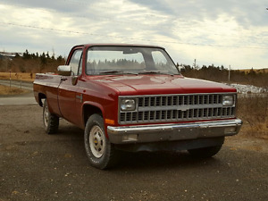 For sale 1982 Custom 20 Deluxe Chev Pick up, excellent condition